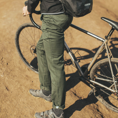 コミューターチノ<br>The Commuter Chino in Olive Merino 4S - featured image