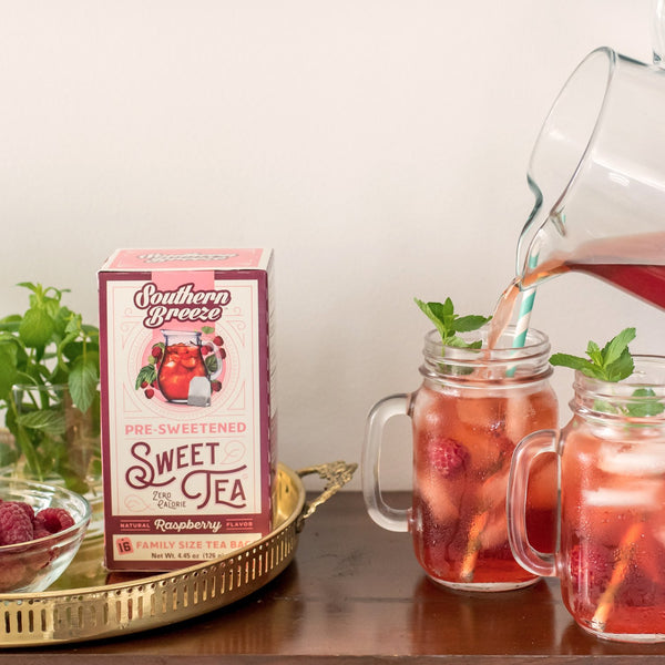Raspberry Iced Sweet Tea - Pouring in mason jar
