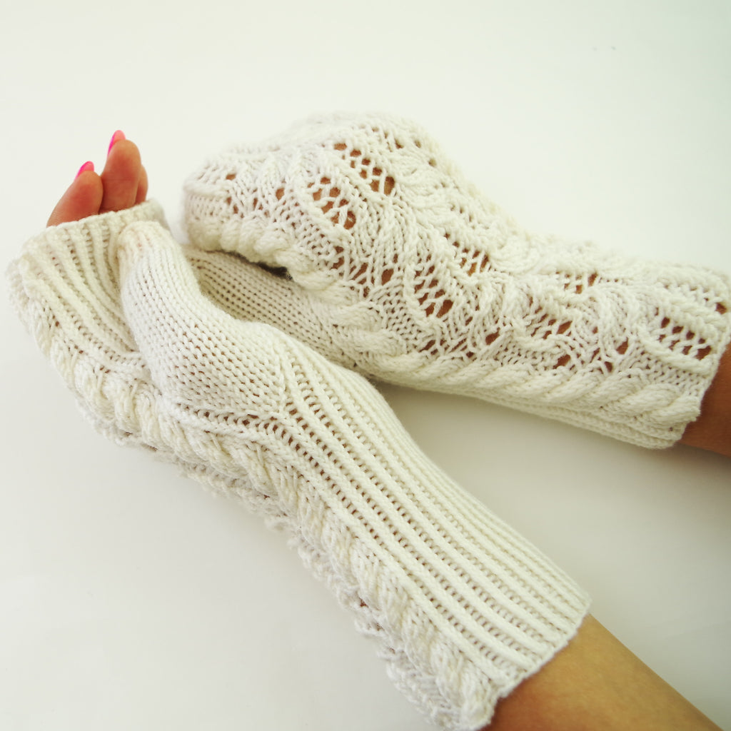 "Knitting pattern ""Water Lily"" fingerless mittens"