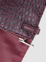 CATT CLUTCH CROC IN CRIMSON (VEGAN)