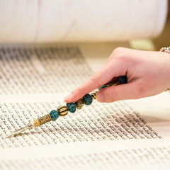 Torah reader following along with yad