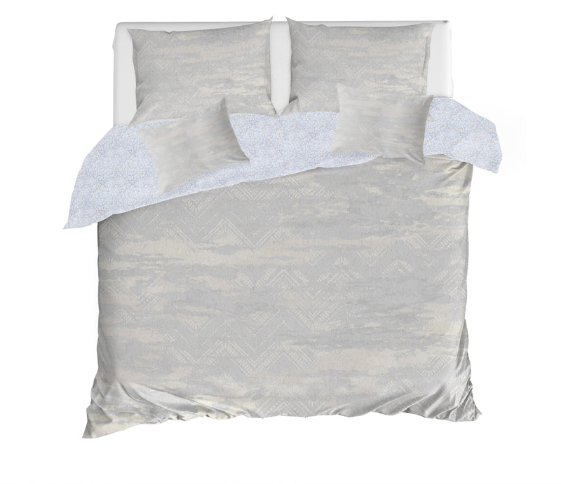 ZIG DISTRESSED FOG 5 Piece Sherpa Comforter Set By Scandi Girl Studio