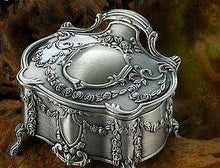 Exquisite Vintage Trinket Jewellery Box