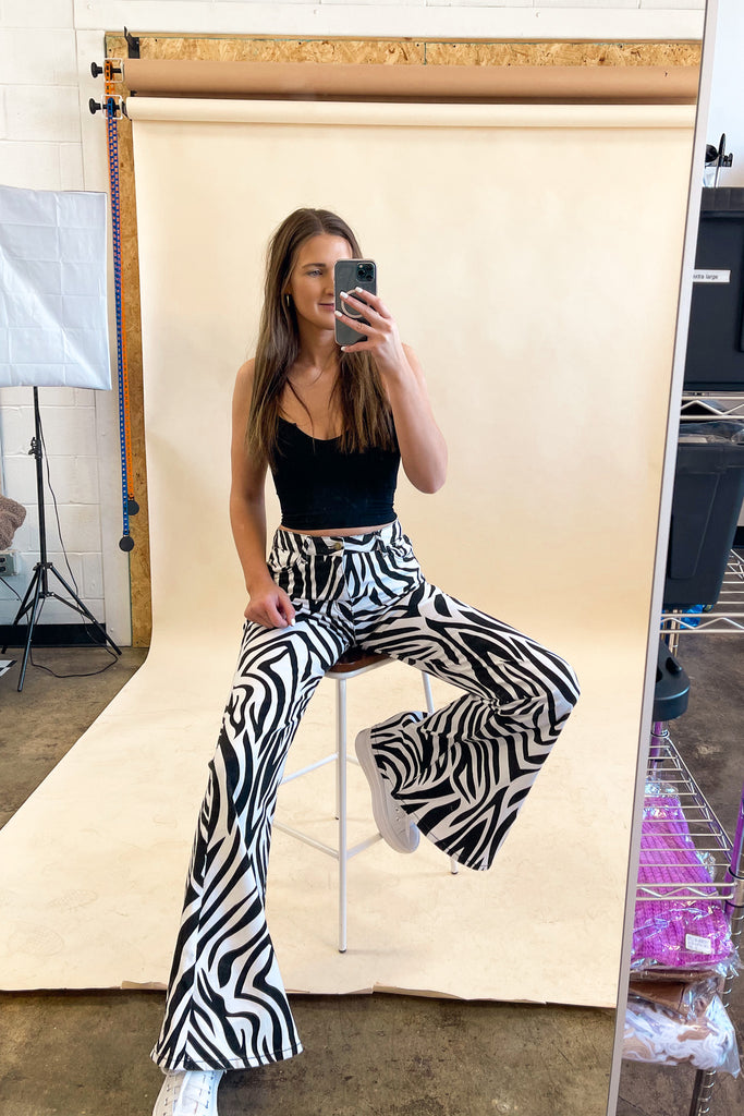 Power Pose Zebra Flares