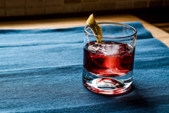 Sazarac-Cocktail-Recipe-Cognac-Whiskey-Hennessy-Rye-Whiskey-Bulleit-Hellodrinks-Zippay