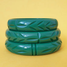 Bow & Crossbones Elsie Carved Fakelite Bangle - Green