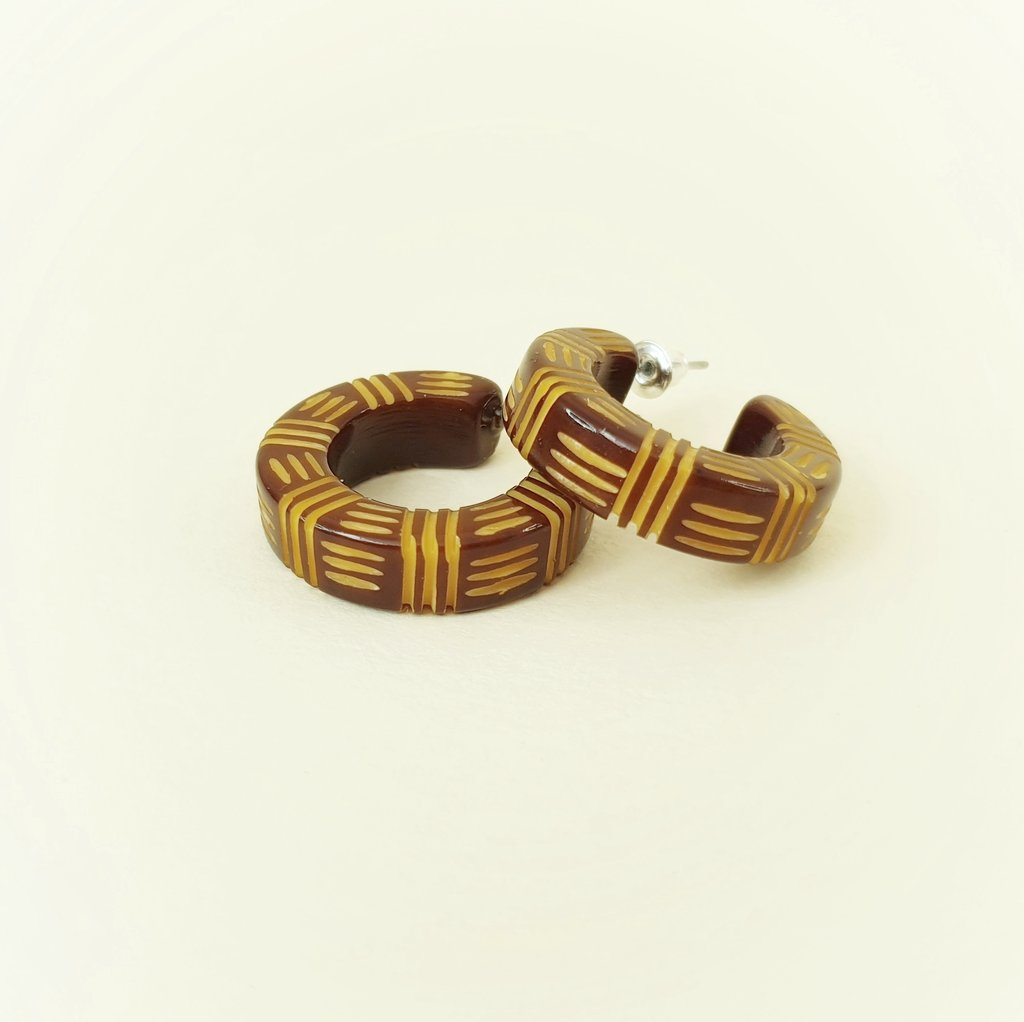 Bow & Crossbones Kane Wicker 2 Tone Hoop Stud Earrings - Oh Honey!