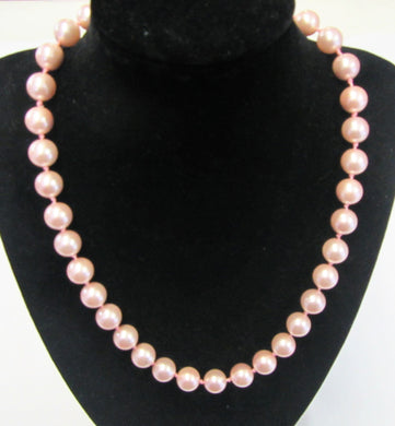 Beautiful handcrafted pink shell pearl knotted necklace with magnetic clasp