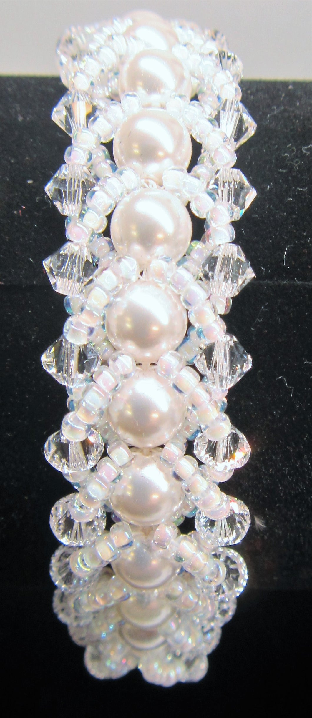 Beautiful handcrafted bracelet with swarovski pearls and swarovski crystals