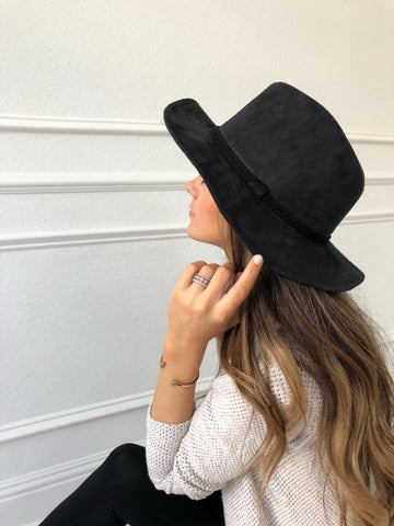 FAUX SUEDE STITCHED TRIM PANAMA HAT