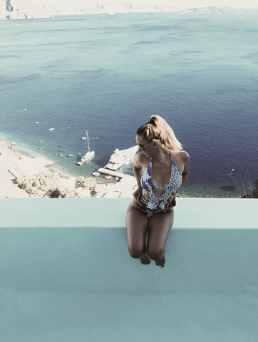 Lifestyle blogger, ProjectSweetCaroline.com, enjoying a dip in the infinity pool in Greece