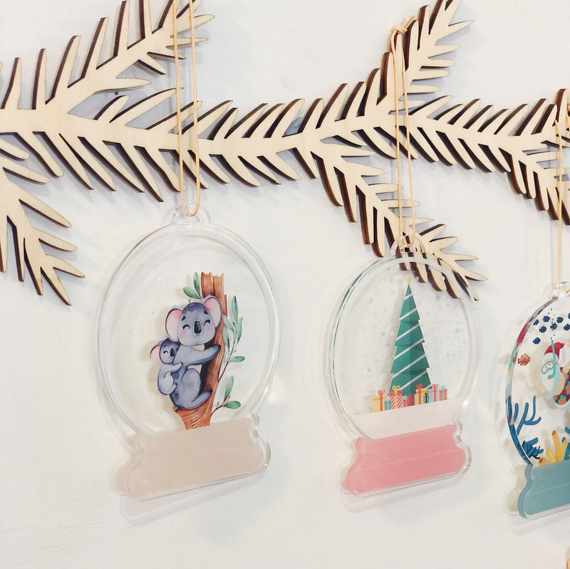Snow Globes (ready-made)