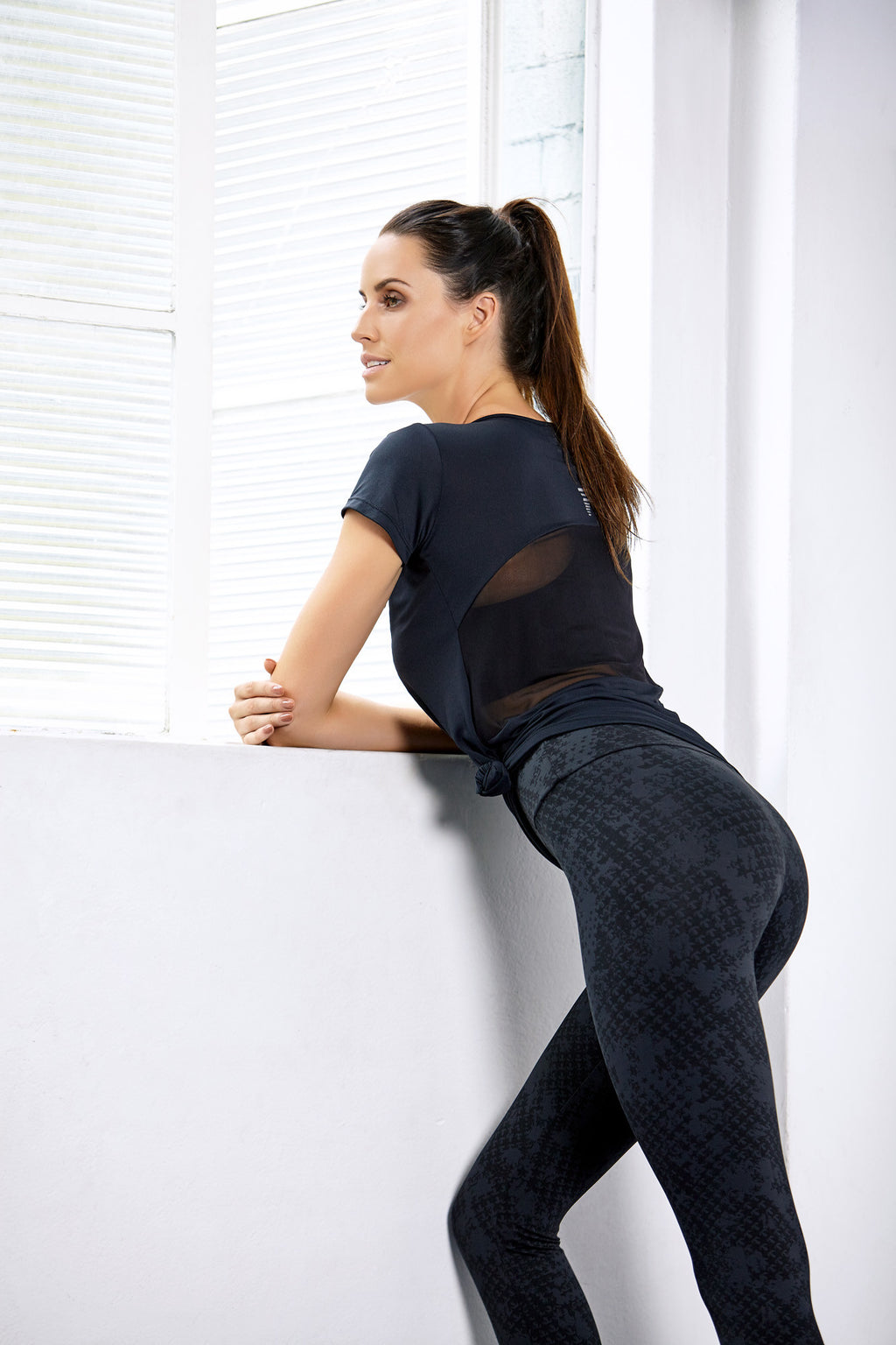 Brasilfit activewear featured promotions image for compression leggings.  Model wearing Brasilfit Saturn activewear leggings.