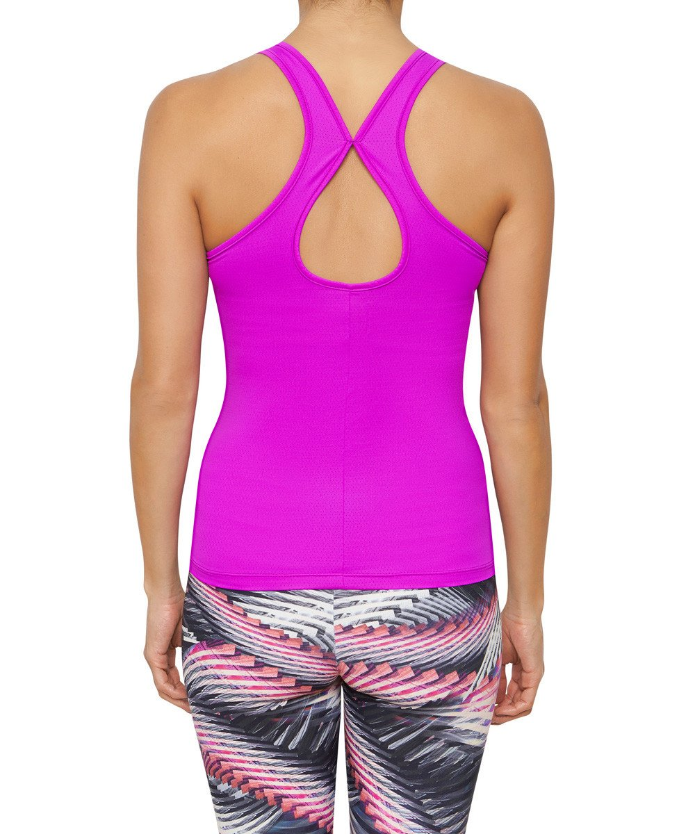 Front view mannequin product image for Brasilfit activewear Malmo singlet in fuchsia.  The Malmo singlet is part of our activewear collection that is focused on performance, high compression activewear.