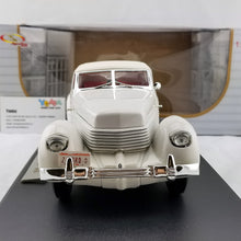 Signature 1/18 1936 CORD 810 Diecast Model Car SN18108