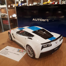 AUTOART 1/18 CHEVROLET CORVETTE GRAND SPORT ARCTIC WHITE/BLUE STRIPES 71271