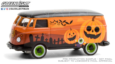 GreenLight 1:64 Volkswagen Type 2 Panel Van - Halloween 2020 30220
