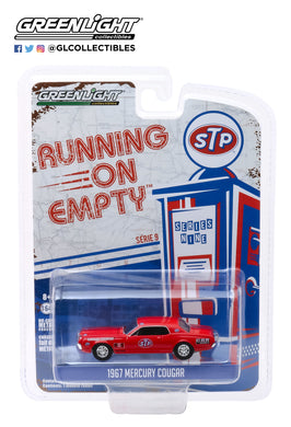 GreenLight 1:64 Running on Empty Series 9 - 1967 Mercury Cougar - STP Cougar Country 41090-C