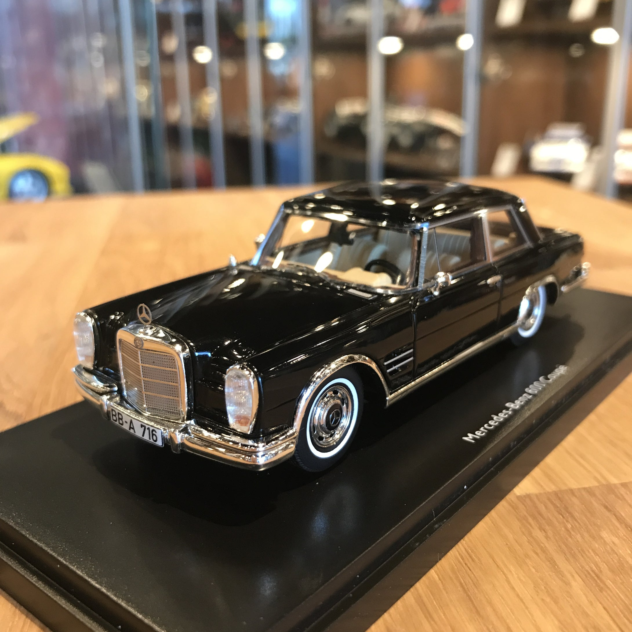 Schuco 1/43 Mercedes-Benz 600 W100 Coupe Black 450885700