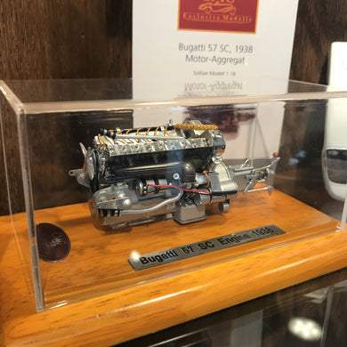 CMC 1/18 Bugatti Type 57 SC Engine with Showcase M112