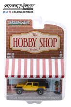 GreenLight 1:64 The Hobby Shop Series 8 - 2015 Jeep Wrangler Unlimited Rubicon Hard Rock with Backpacker 97080-F