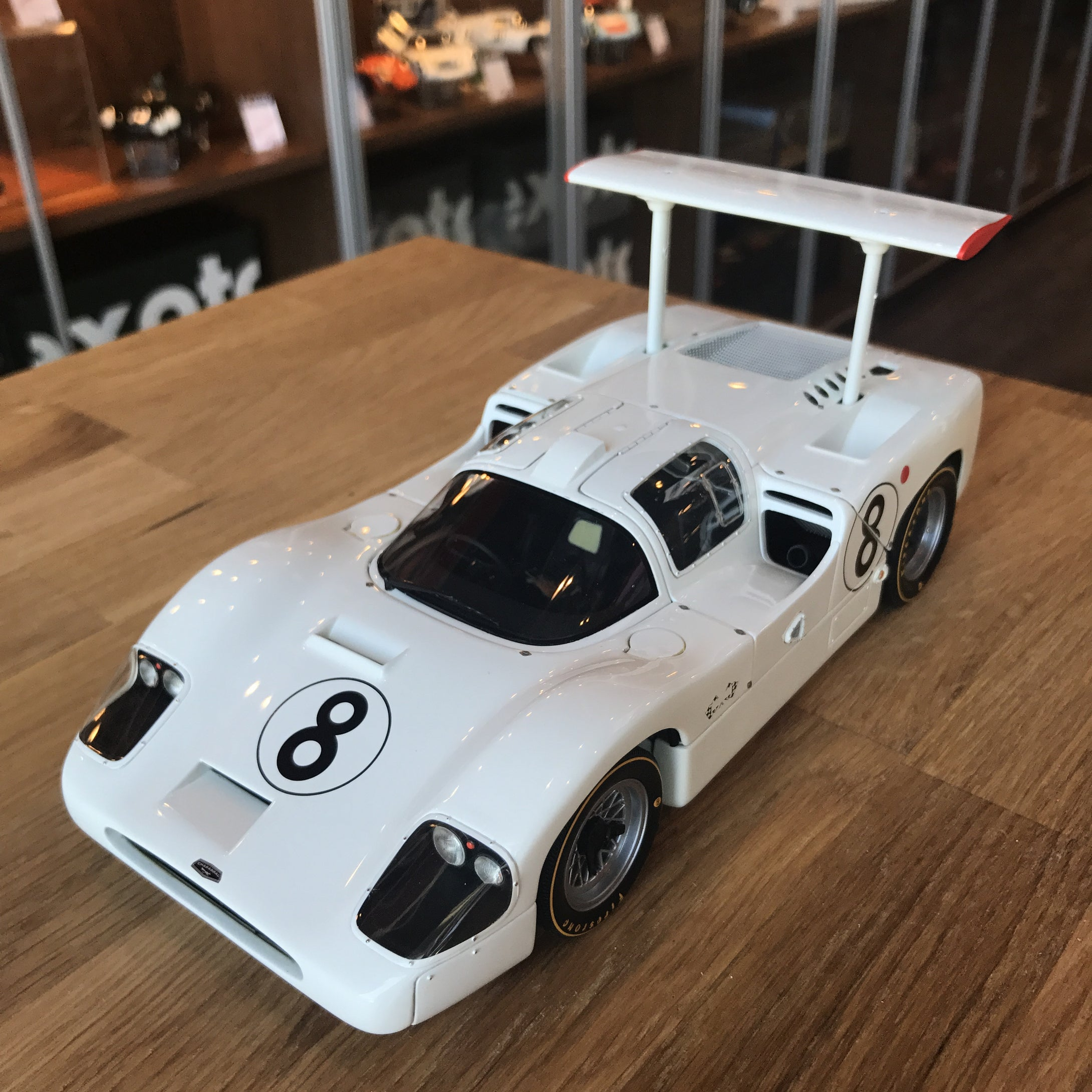 Exoto 1/18 1967 Chaparral 2F Le Mans 24 Hours #8 Diecast Model Car RLG18173
