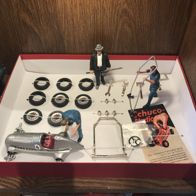 Schuco Set Studio I Construction Kit clockwork car With 3 Figures 450101901
