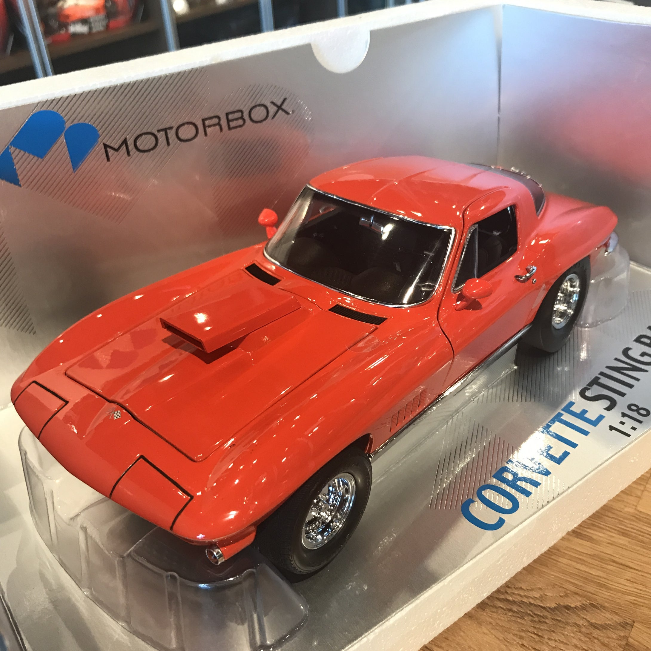 Exoto 1/18 1967 Chevrolet Corvette StingRay Moroso Drag Racer Coupe Diecast Model Car MTB00017
