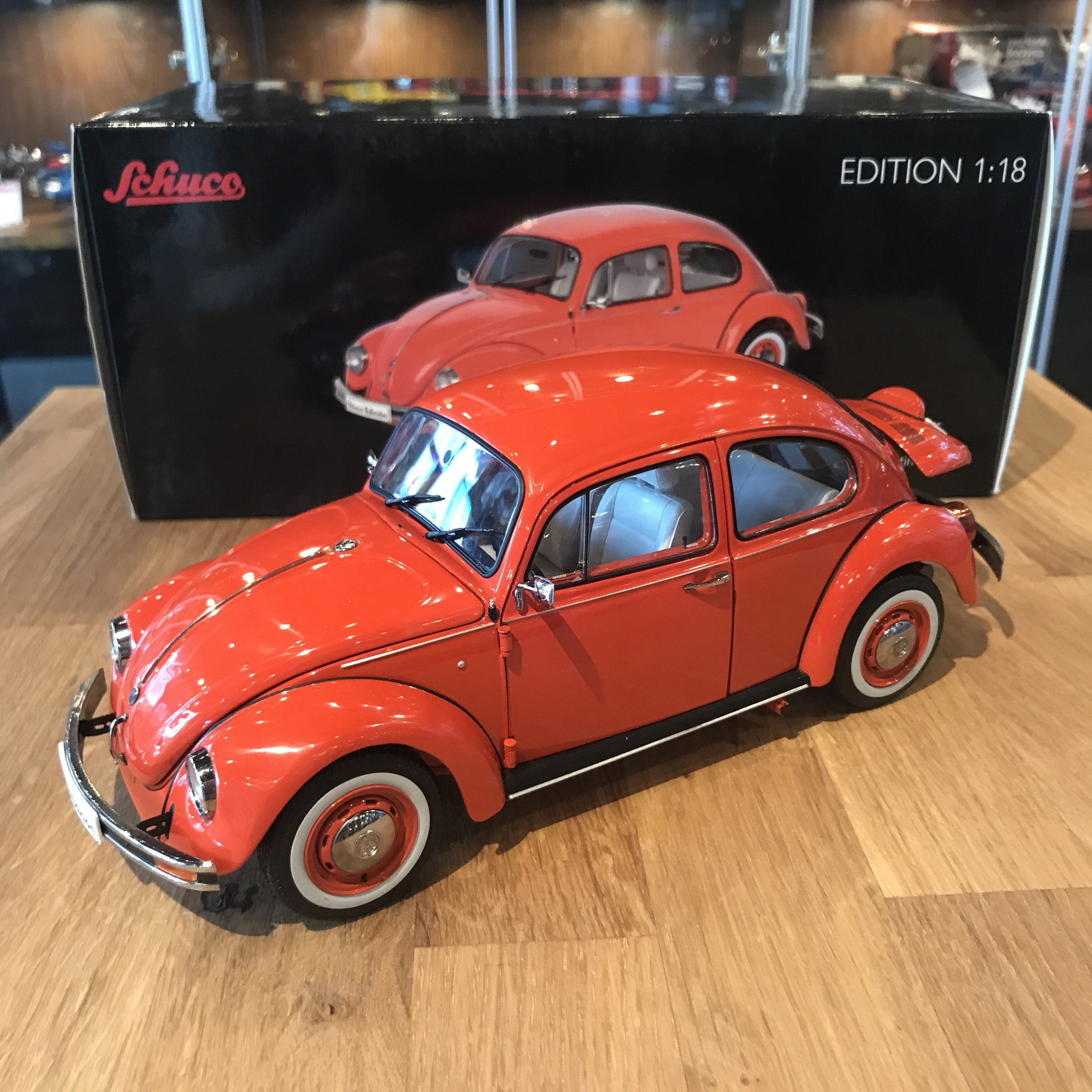Schuco 1/18 Volkswagen Kafer Bettle 1600I Orange 450029200