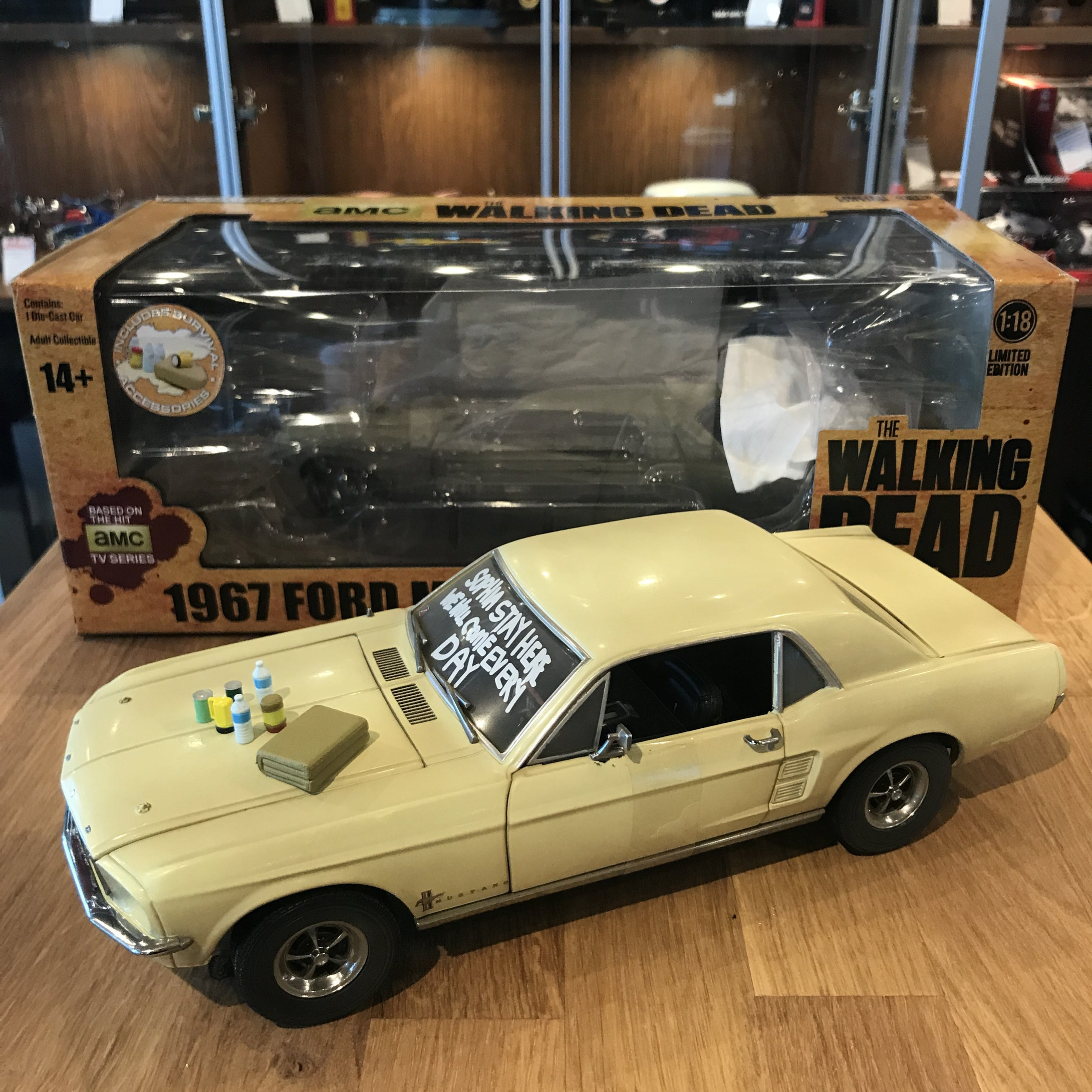 GreenLight 1/18 Walking Dead Movie 1967 Ford Mustang Coupe