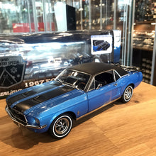 GreenLight 1/18 1967 Ford Mustang Coupe Ski Country Special 12965
