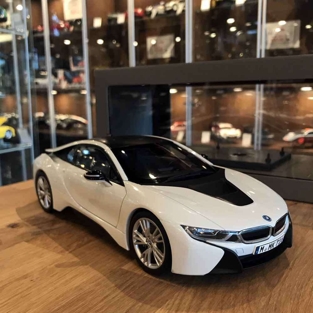 Paragon 1/18 BMW I8 Crystal White With Frozen Grey PA