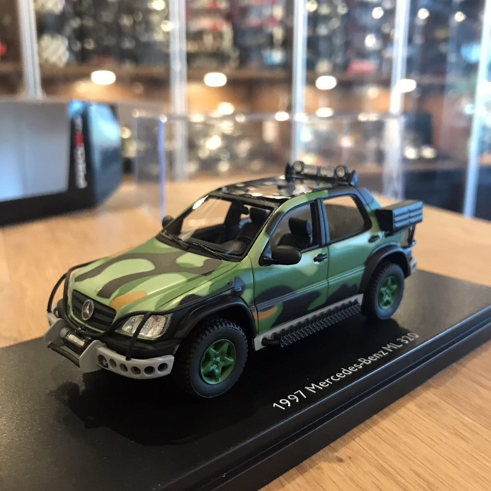 Schuco 1/43 Mercedes-Benz ML320 1997