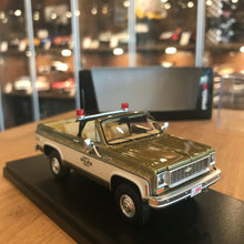 "Schuco 1/43 Chevrolet Blazer ""Amity Police Department"" Gold 450899700"