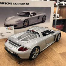 AUTOART 1/18 PORSCHE CARRERA GT SILVER WITH BLACK INTERIOR 78046