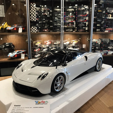 AUTOART 1/12 PAGANI HUAYRA (WHITE/CHROME WHEELS) 12231