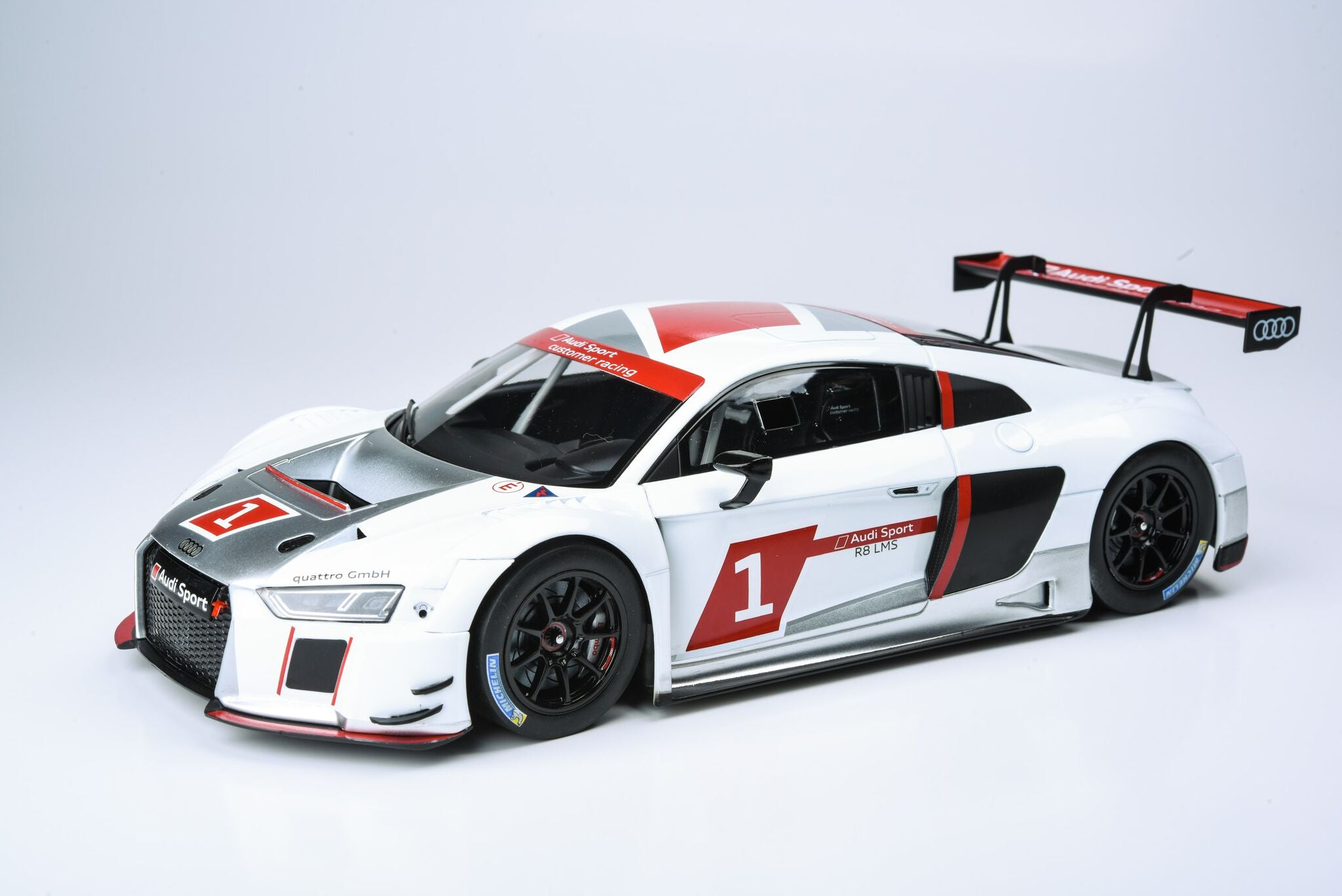Paragon 1/18 Audi R8 LMS - Presentation Car War Paint PA-88101