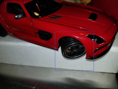 Minichamps 1/18 Mercedes Benz SLS Amg Black Series 2013 Red 110033022 - Wheel connecting shaft is broken