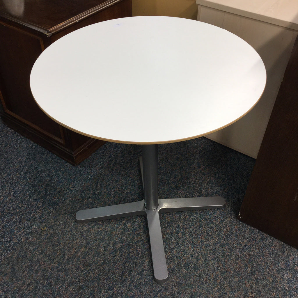 LV0681 - Ikea Table