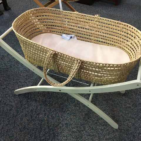 BD0498 - Moses basket and stand