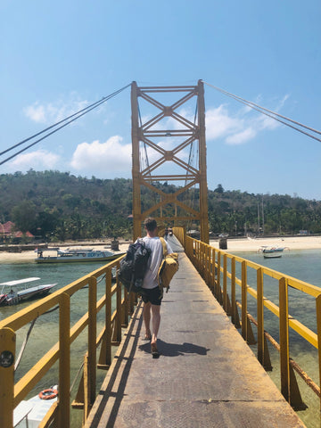 Making the most of 3 weeks Island hopping in Indonesia - nusa cennigan pier