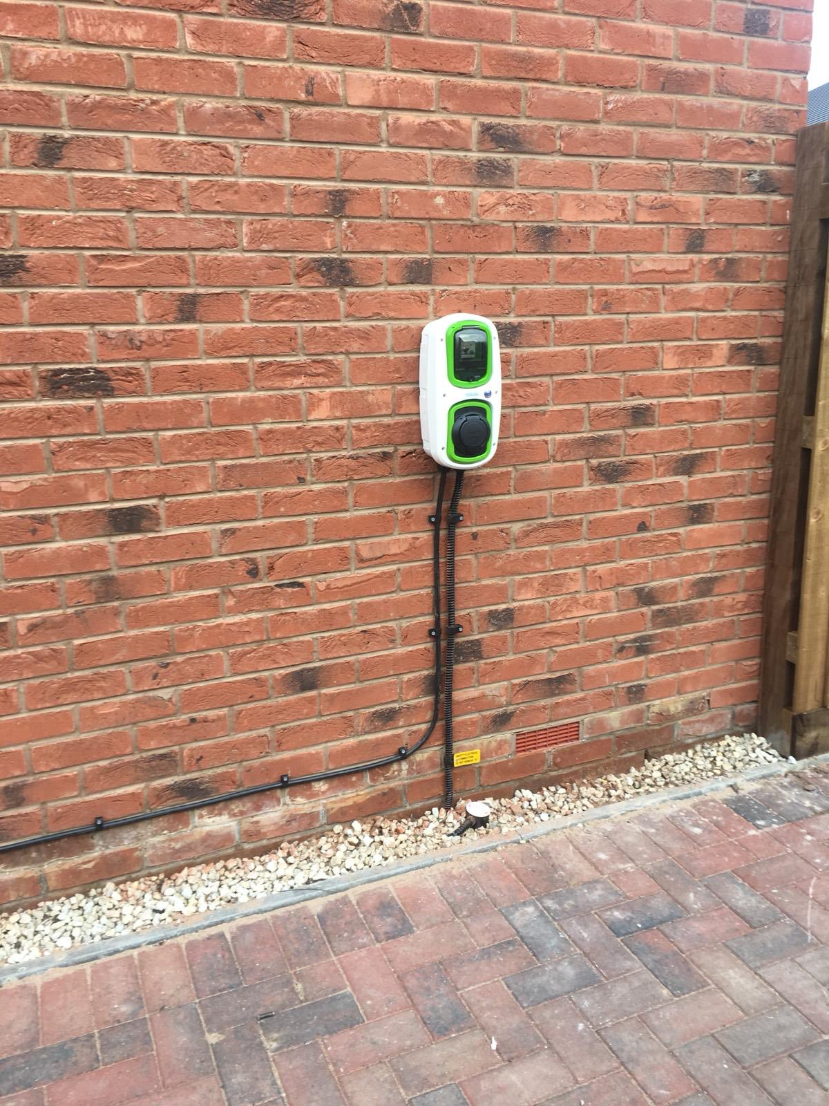 WallPod : EV charging unit | Type 2 Socket | 3 Phase | 16/32 Amp(11/22kW) | 3 Pole Isolator | IP65 |