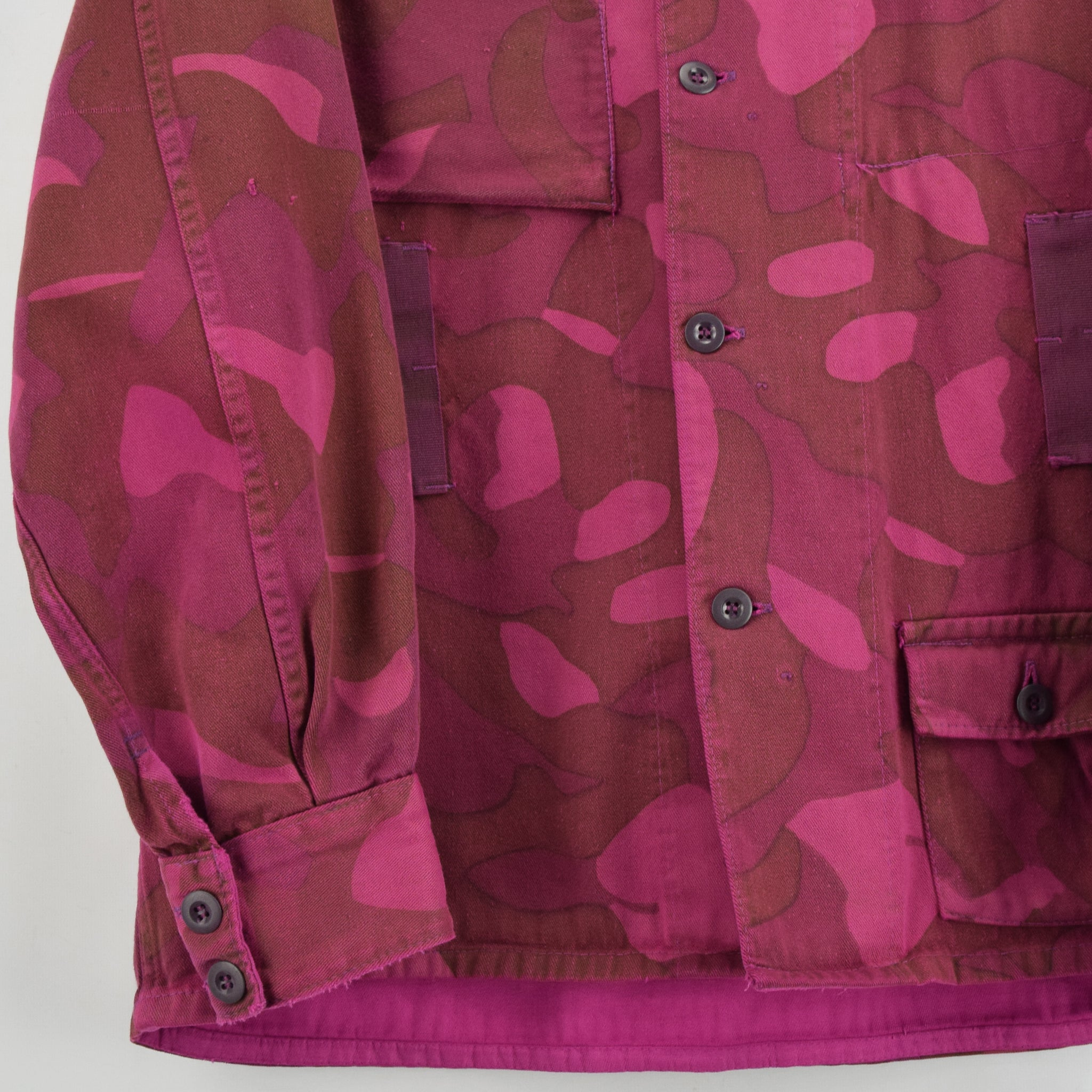Vintage 60s Military Finnish Army Pink Overdyed Camo Mountain Field Jacket L front hem