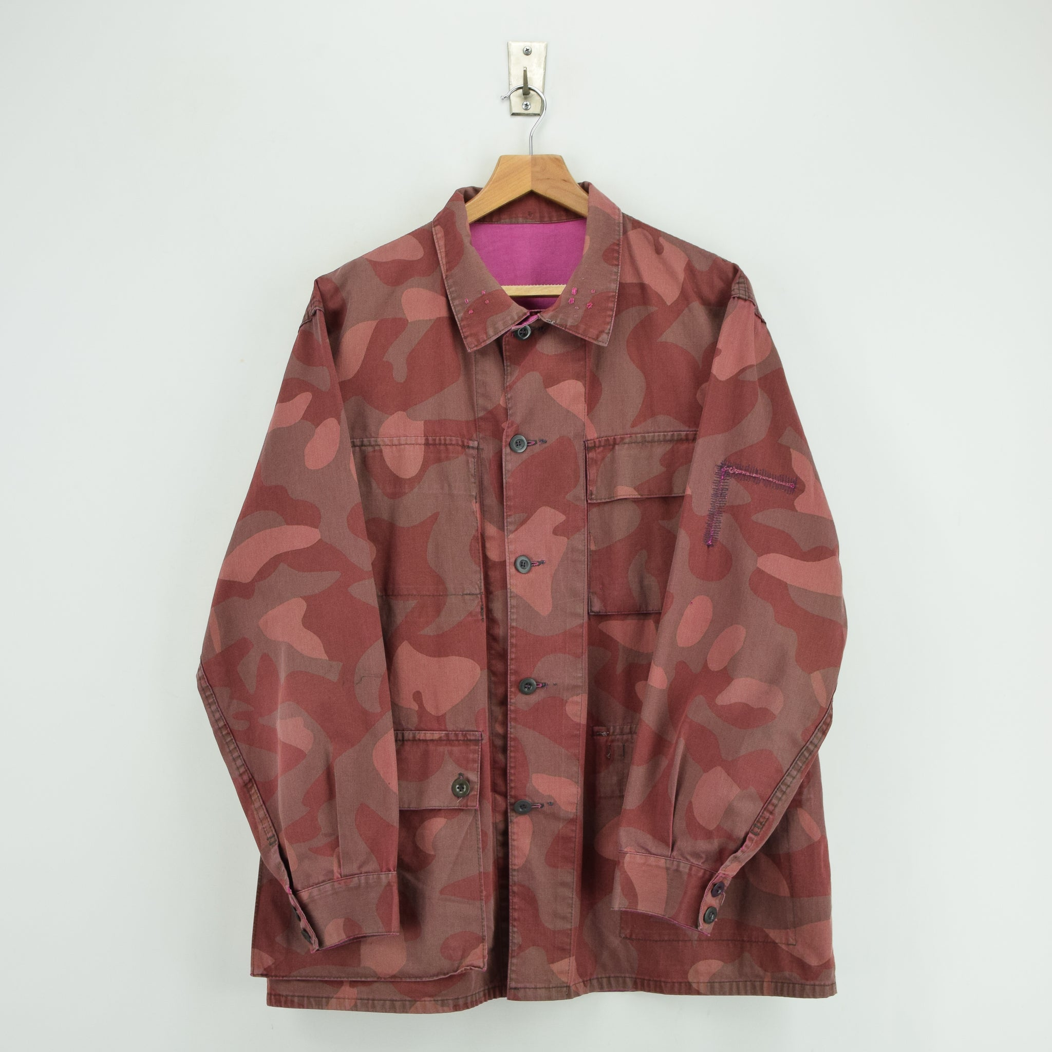 Vintage 70s Military Finnish Army Pink Overdyed Camo Mountain Field Jacket XL front