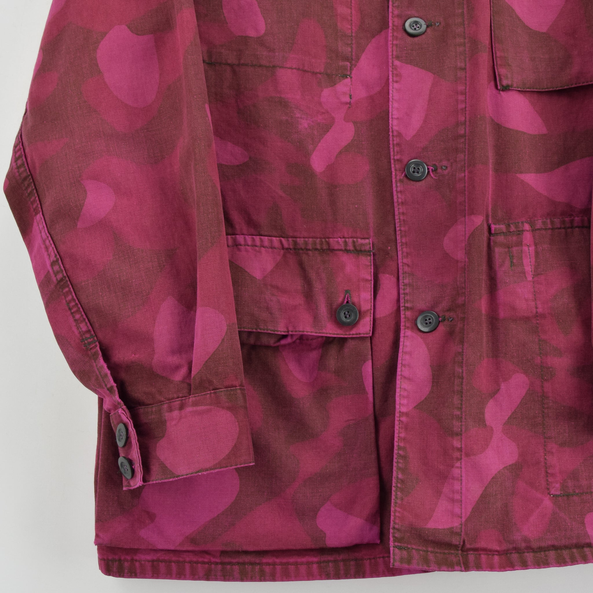 Vintage 70s Military Finnish Army Pink Overdyed Camo Mountain Field Jacket M front hem