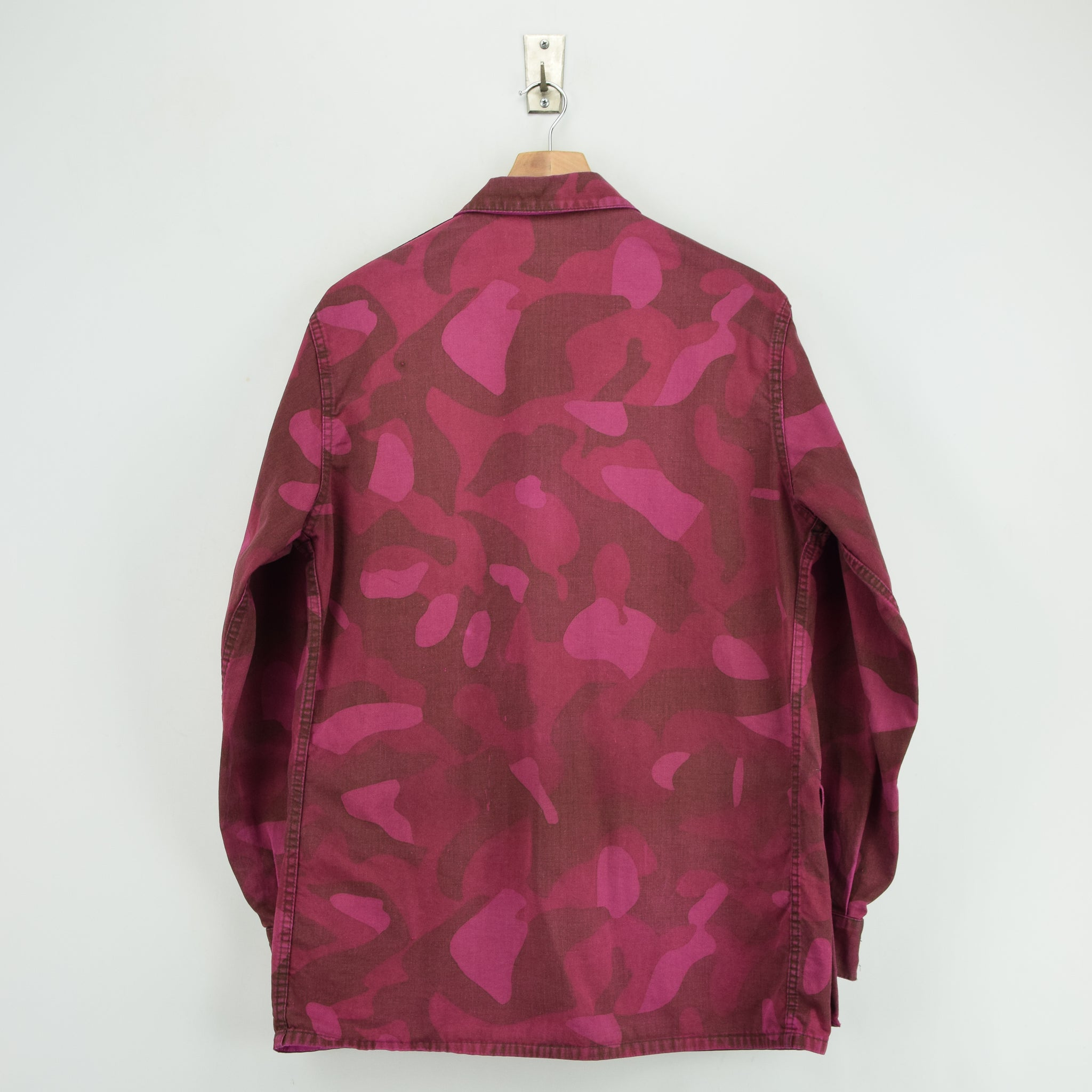 Vintage 70s Military Finnish Army Pink Overdyed Camo Mountain Field Jacket M back