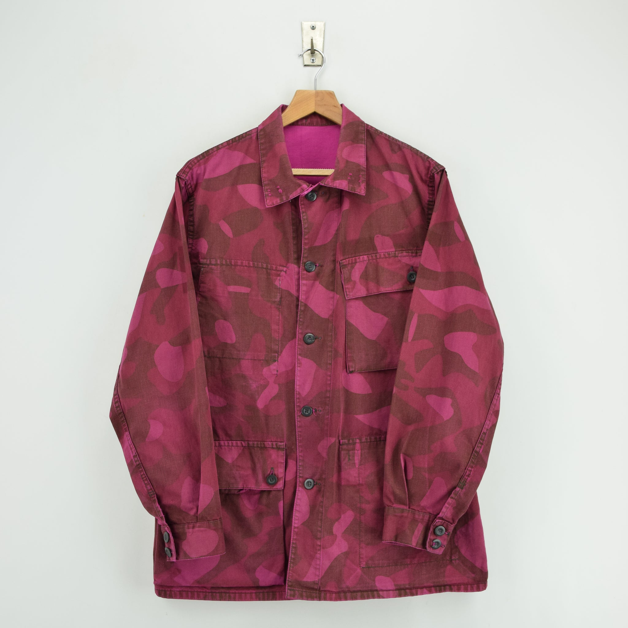 Vintage 70s Military Finnish Army Pink Overdyed Camo Mountain Field Jacket M front