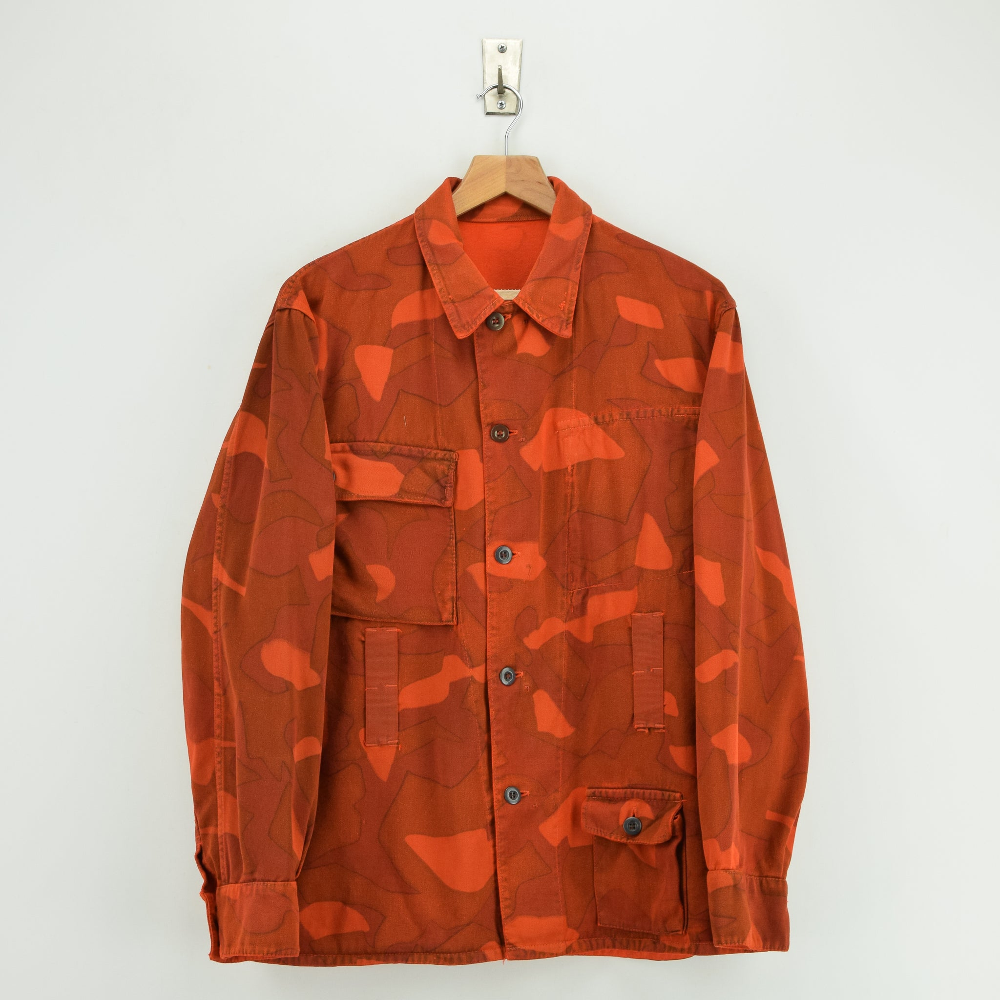 Vintage 60s Military Finnish Army Orange Overdyed Camo Mountain Field Jacket M front