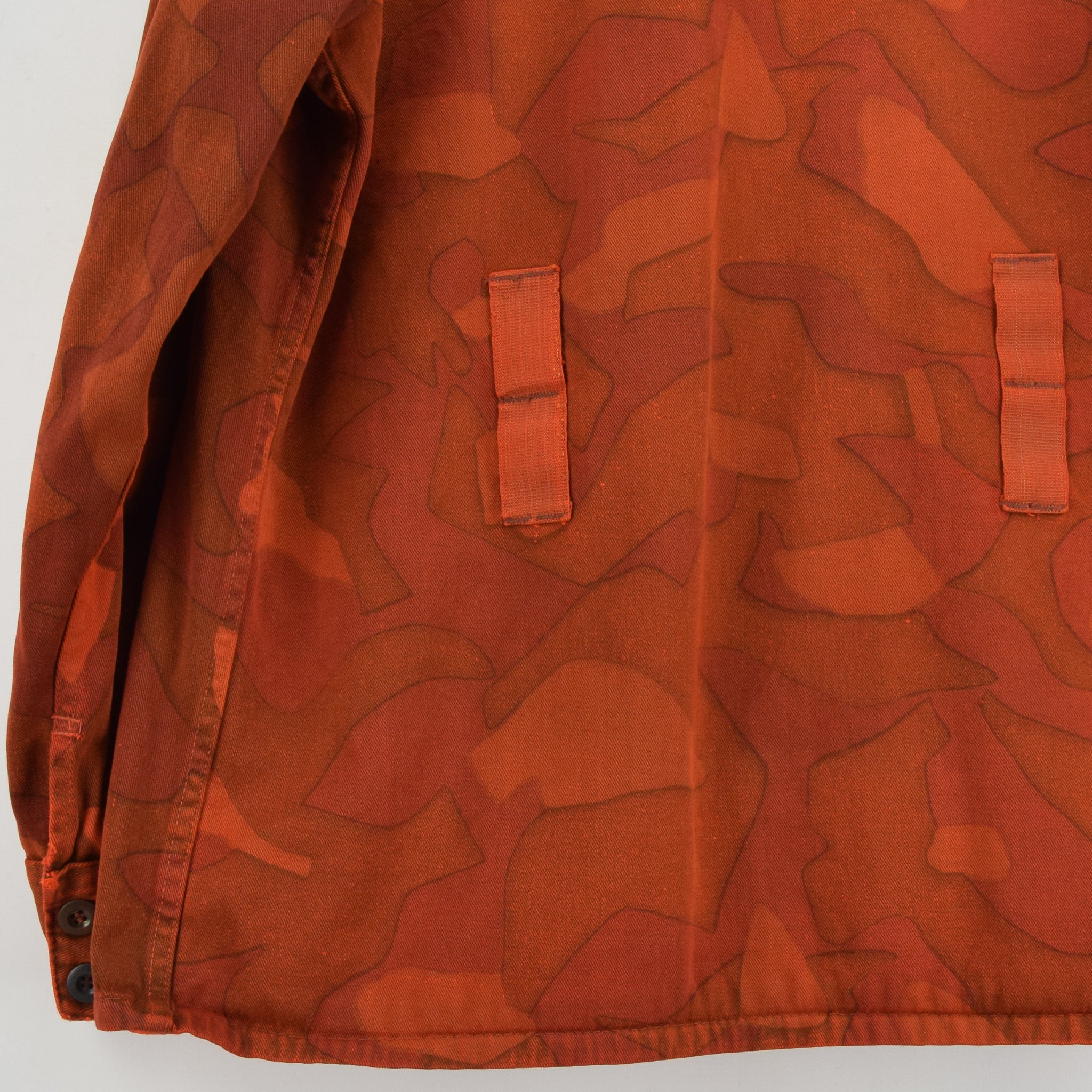 Vintage 60s Military Finnish Army Orange Overdyed Camo Mountain Field Jacket L back hem