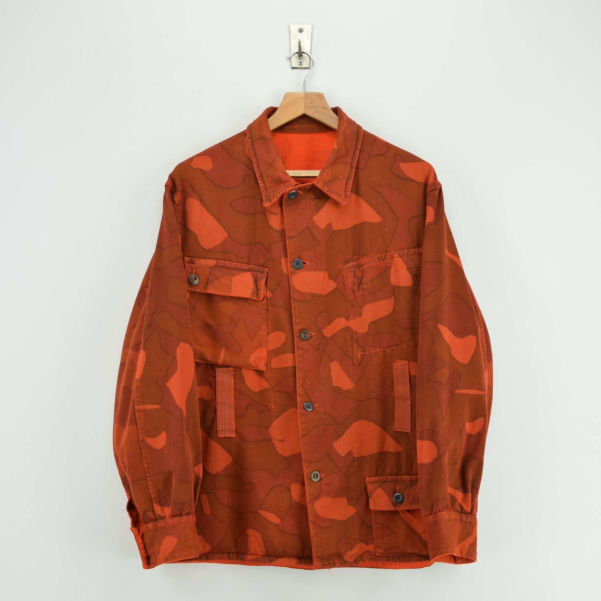 Vintage 60s Military Finnish Army Orange Overdyed Camo Mountain Field Jacket L front
